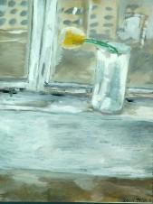 Желтый тюльпан на подоконнике