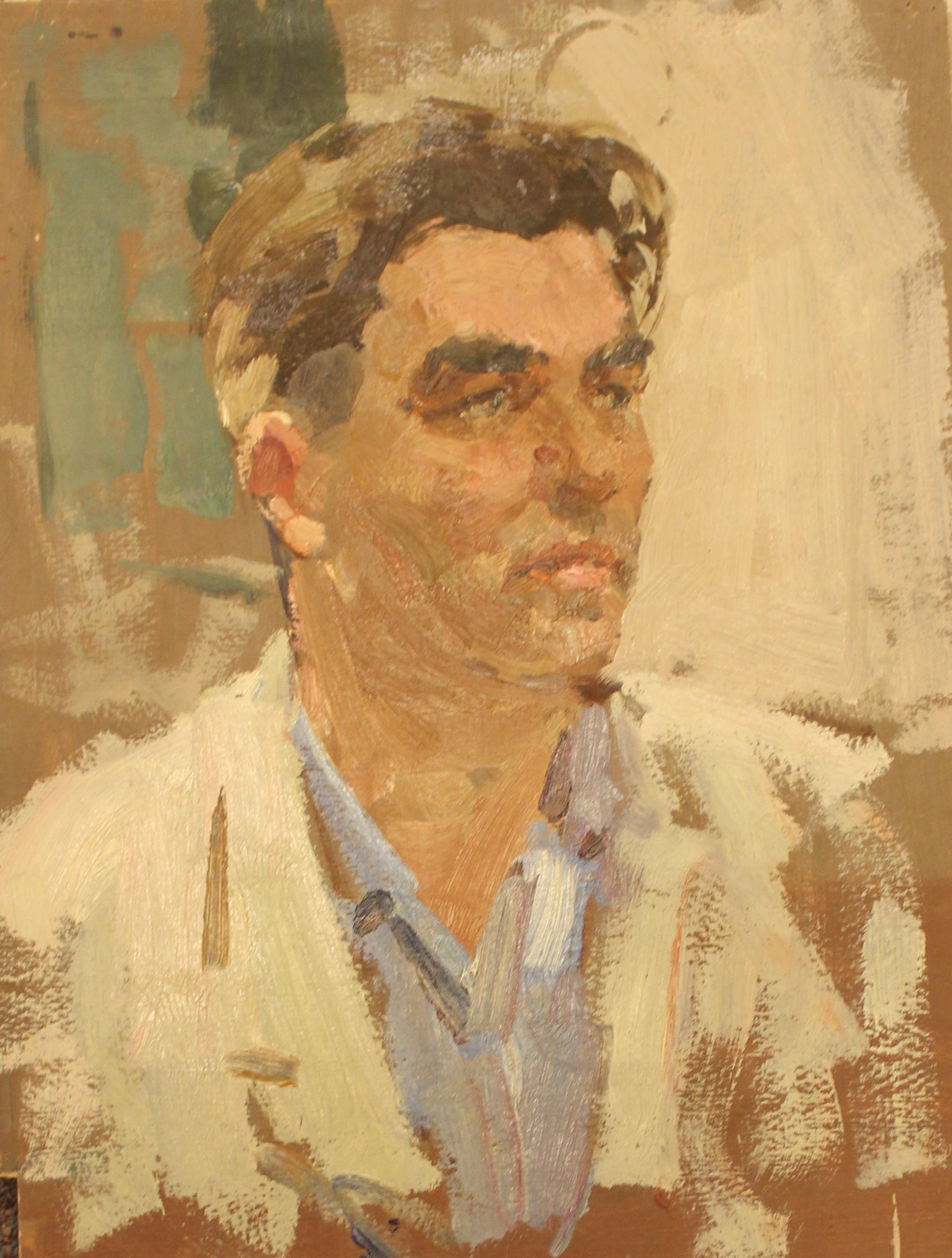 Мужчина в белом костюме