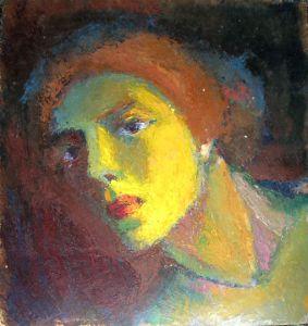 Голова женщины в электрическом свете.
