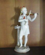 Юная скрипачка