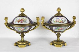 Парные старинные декоративные вазы