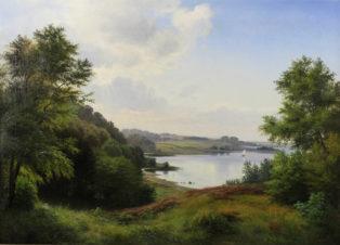 Пейзаж с озером и лодкой под парусом