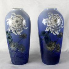 Большие парные вазы в стиле модерн с цветком хризантемы