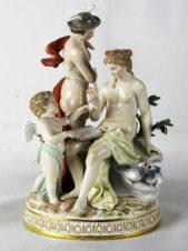 статуэтка «обучение Купидона богом торговли Меркурием и богиней красоты Венеры»