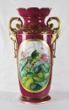 Большая антикварная ваза с цветочным орнаментом