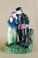 Старинная фаянсовая статуэтка «Влюблённая парочка»