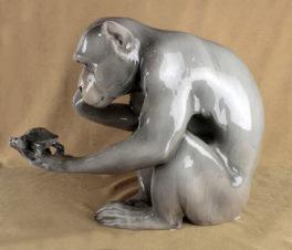 фарфоровая скульптура «Обезьяна и черепаха»