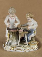 Антикварная фарфоровая статуэтка «В мясной лавке»