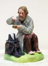 фарфоровая статуэтка «Крестьянин, солящий хлеб»