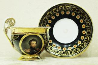 Чайная пара с портретами маршалов антинаполеоновской коалиции в медальонах в стиле ампир