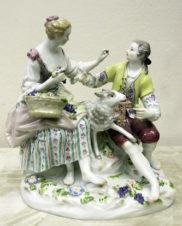 фарфоровая статуэтка «Романтический сюжет с овечкой»