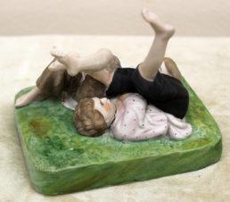 Фарфоровая статуэтка «Детские забавы»
