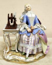 Старинная статуэтка «Девушка за прялкой»