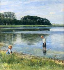 Дети, играющие у озера