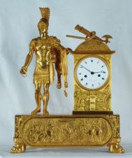 Старинные каминные часы с боем в стиле ампир «Римский воин»