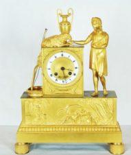 Антикварные часы с боем в стиле ампир «Пастушка, кормящая овечку»
