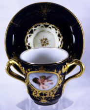 чашка с блюдцем для горячего шоколада