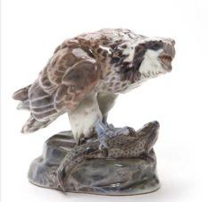 Фарфоровая статуэтка «Ястреб с добычей»