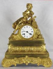 Cтаринные каминные часы с боем «Юная цветочница»