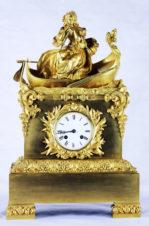 Часы каминные «Девушка, плывущая в лодке»