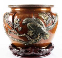 Старинная бронзовая японская ваза-кашпо с изображением орла
