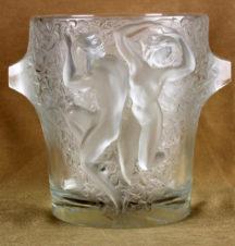 Стеклянная ваза с изображением обнаженной пары в танце