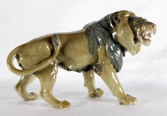 Фарфоровая статуэтка «Рычащий лев»