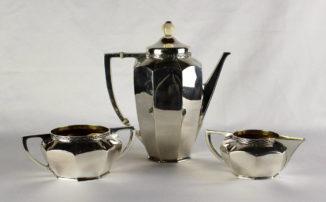 Серебряный сервиз из трех предметов в стиле ар-деко