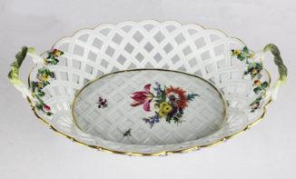Ваза для фруктов в виде корзины с цветочным декором