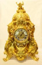 Дворцовые старинные часы в стиле барокко с фигурой дракона