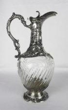 Антикварный серебряный кувшин для вина с растительным орнаментом, картушем и пальметтой