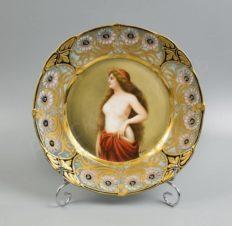 Тарелка декоративная с портретом девушки в стиле модерн (Арт-нуво)