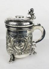 Пивная кружка, декорированная медальонами с лошадьми