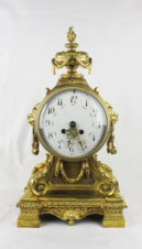 Старинные каминные часы с боем с вазоном