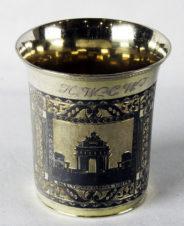 Серебряный стакан с изображением Триумфальных ворот в Москве