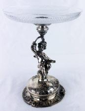 Серебряная ваза для фруктов с фигуркой путти