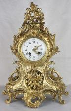 Старинные часы в стиле барокко