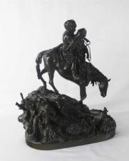 Бронзовая скульптура «Черкес с молодой черкешенкой, спускающиеся с гор верхом на лошади»