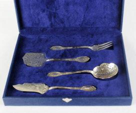 Старинный серебряный набор для десерта