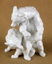 Фарфоровая статуэтка «Играющие медвежата»