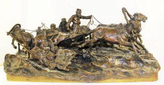 Скульптура бронзовая «Ямщицкая тройка, столкнувшая на обочину мужицкие розвальни на зимней дороге»