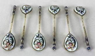 набор из шести серебряных ложек, украшенных расписной эмалью