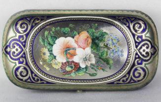 Старинный портсигар с изображением цветов