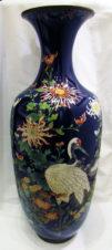Напольная ваза с изображением птиц и цветов в технике клуазоне