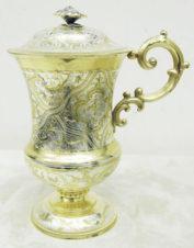 Серебряная кружка с растительным орнаментом