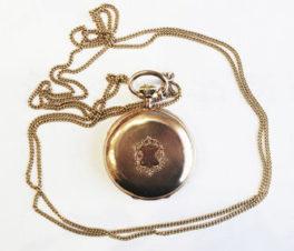 Старинные золотые карманные часы с гербовым щитом