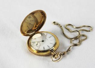 Антикварные золотые карманные часы с цепочкой