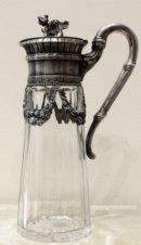 Старинный серебряный графин, украшенный фигурой сфинкса
