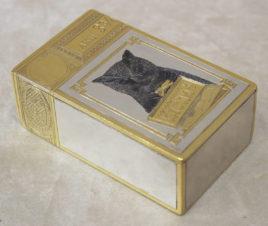 Серебряная коробка для хранения сигарет с изображением кота
