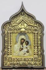 Антикварная икона Богоматерь «Иверская» в резном киоте